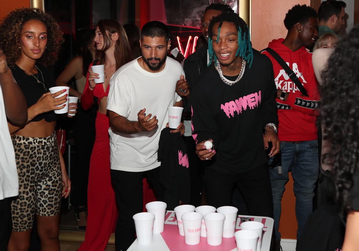 Over 1000 Chiacago Resident Partied Together Ignoring Social Distancing