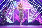 "Jennifer Lopez Covers Drake's ""Teenage Fever"" During Live Performance"