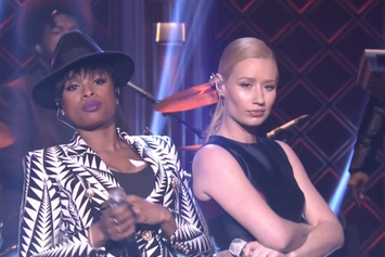 "Iggy Azalea & Jennifer Hudson Perform ""Trouble"" Live On Fallon"