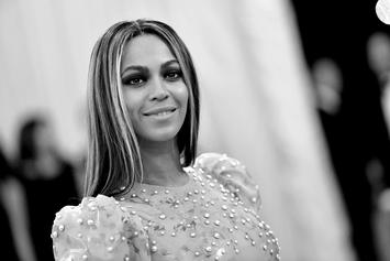Beyonce Pays Tribute To Slain Dallas Police Officers