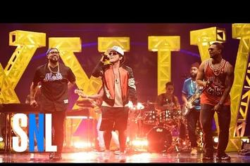 """Bruno Mars Performs """"24K Magic,"""" Debuts New Song """"Chunky"""" On SNL"""