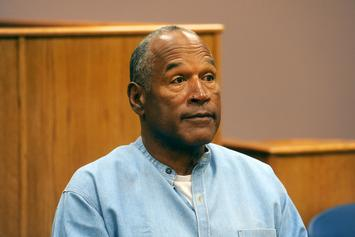 O.J. Simpson Takes Part In Autograph Signing, Items Priced At $400+