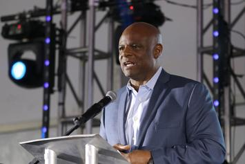 NFL Hall Of Famer Warren Moon Accused Of Sexually Assaulting His Assistant