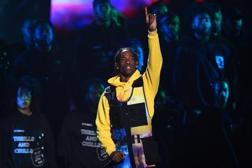 Travis Scott Reassures Fans He Still Has #1 Album During VMA Performance