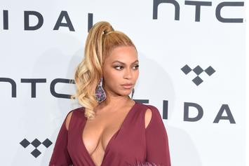 Watch Beyoncé Recover From A Near-Fall On Tour