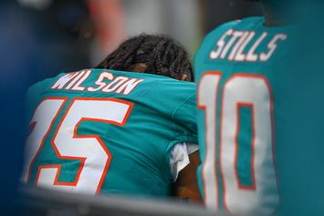Miami Dolphins Players Kneel For The Anthem In Season Opener
