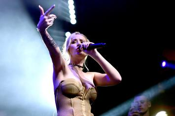 "Iggy Azalea Is Still Flaunting Her Body In New ""Rich B*tch"" Photos"