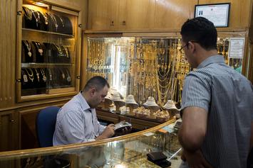 Toronto Jewellery Store Employees Live By The Sword, Defend Their Shop