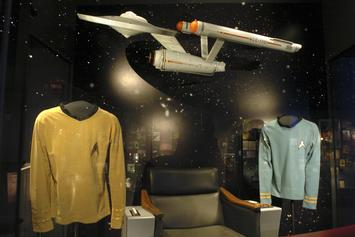 """Star Trek"" Costume Worn During US Television's First Interracial Kiss Up For Auction"