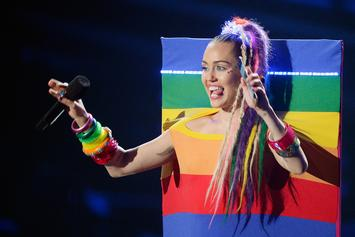 """Miley Cyrus Incites Uproar After Telling Women They """"Don't Have To Be Gay"""""""