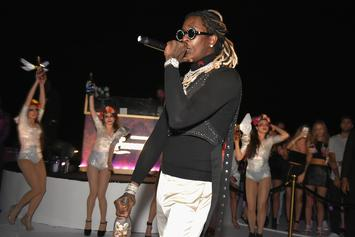 """Young Thug Invites Fan Onstage For """"Pick Up The Phone"""" Duet"""