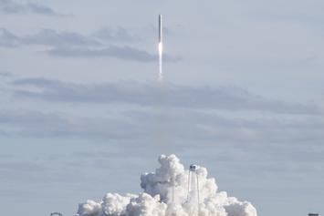 """Daredevil """"Mad Mike"""" Hughes Fatally Crashes Rocket Trying To Prove Earth Is Flat"""