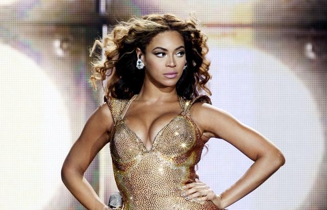 Beyonce performing at the Staples Center