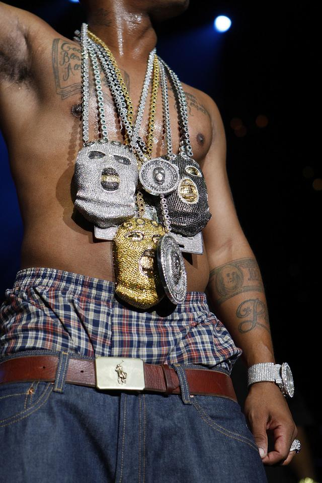 Plies with a bunch of chains
