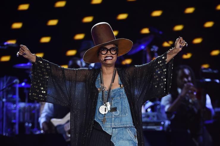 Erykah BAdu At Soul Train Music Awards
