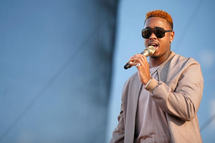 Jeremih performing at iHeart festival