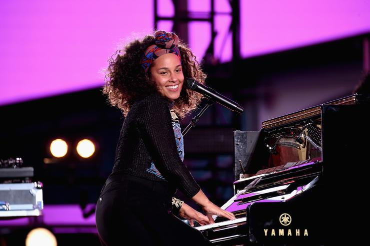 Alicia Keys Celebrates Upcoming New Album 'HERE' With Special Show in Times Square