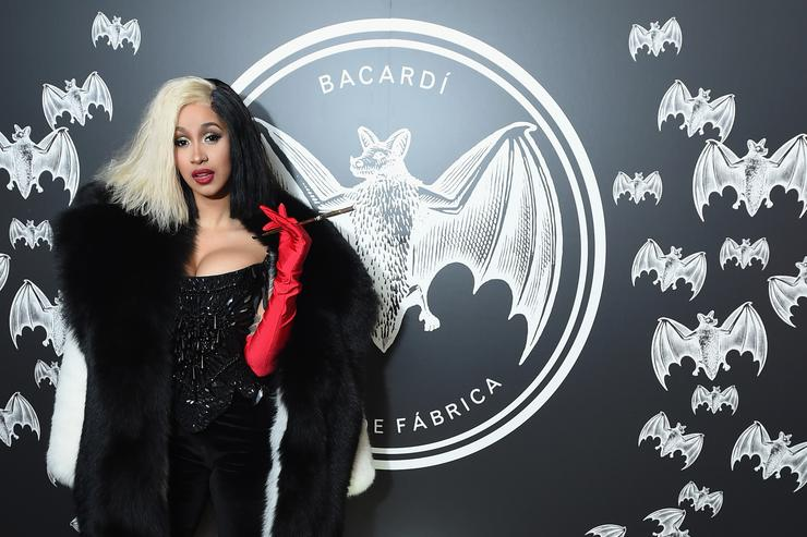 """Cardi B Offers Fan Free Tickets For Life After Getting: Cardi B Wants To Be A """"Better Example"""" For Her Young Fans"""