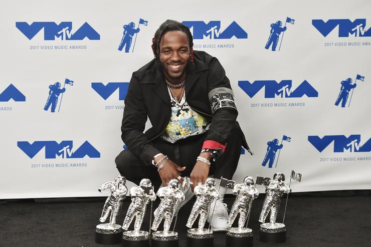 Kendrick Lamar, winner of Video of the Year, Best Hip Hop, Best Cinematography, Best Direction, Best Art Direction, Best Visual Effects for 'Humble', poses in the press room during the 2017 MTV Video Music Awards at The Forum on August 27, 2017 in Inglewood, California