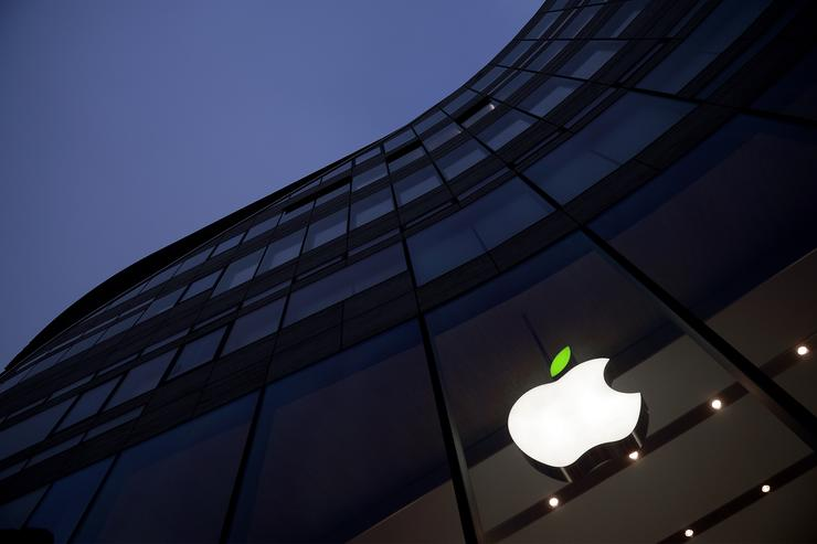 A green leaf adorns the Apple logo on Earth Day at the company's Koe-Bogen store on April 22, 2015 in Dusseldorf, Germany