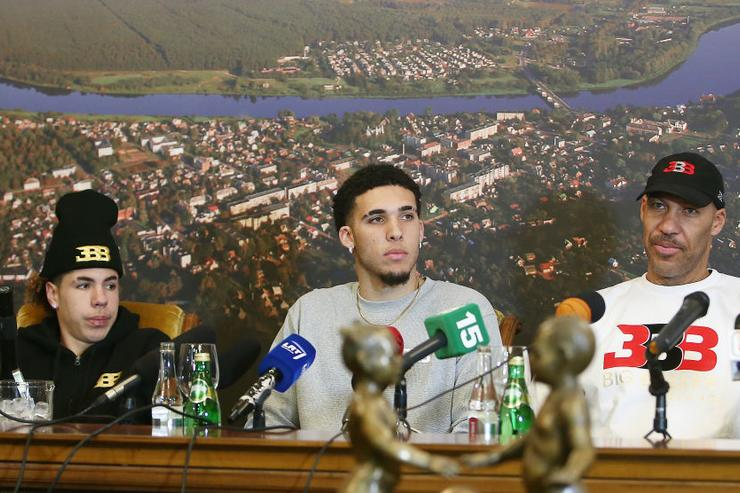 LiAngelo and LaMelo Ball about to take court in Lithuania