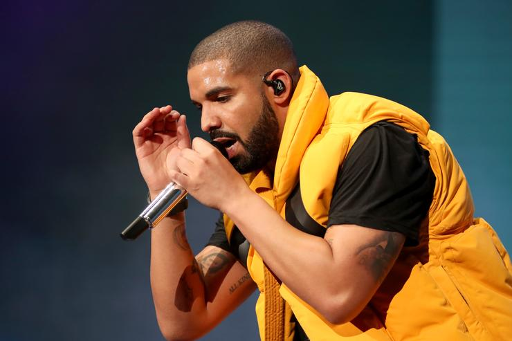 Drake playing Fortnite is all you need to set Twitch streaming records