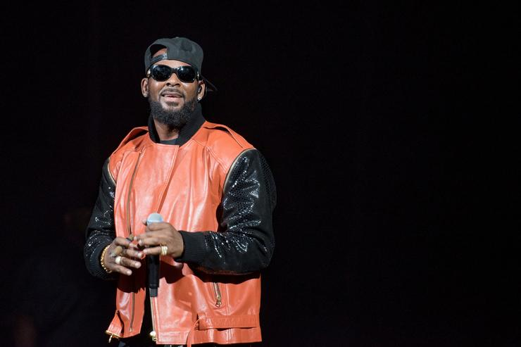 R. Kelly accused of grooming 14-year-old as sex 'pet'