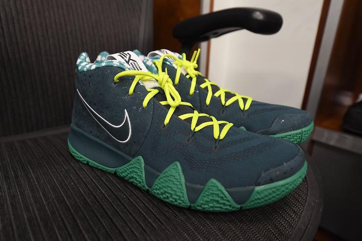 Green Lobster Kyrie 4