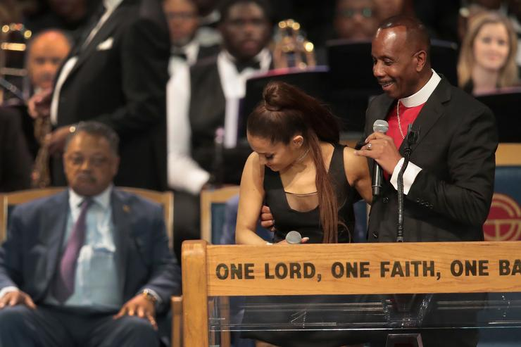 Bishop apologizes to Ariana Grande with another Taco Bell joke
