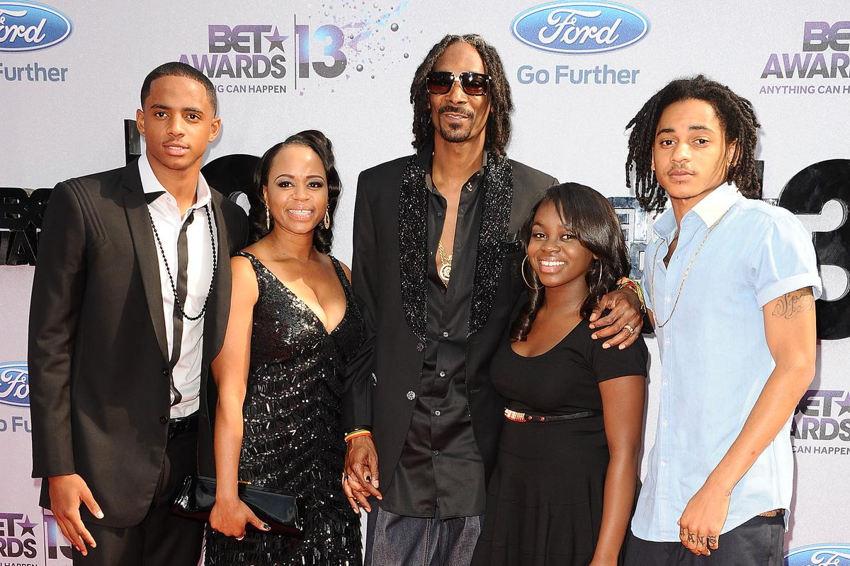 Snoop Dogg Shares His Daughter S First Music Performance Watch
